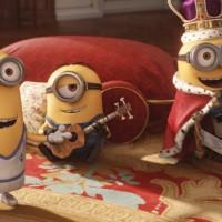 Novo trailer de Minions mostra eles tentando roubar a coroa da Rainha da Inglaterra